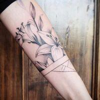 WWW.ARKLYNPROJECT.COM @laura_bow_ #seguimi#arte#piercinporns#tribal#esteta#club#venezia#veneto#venetogram#milano#tattoo#pietra#arklynproject #tattoolifestyle  #tattoosociety #tattoomachine #tattoomachine  #inkedguys #inkedmen  #piercingaddict #piercingsofinstagram #tattoorealistic #inkedtattoo #tattooartwork #tattooartistmagazine #coveruptattoo #sketchtattoo #titaniumjewelry #freehandtattoo
